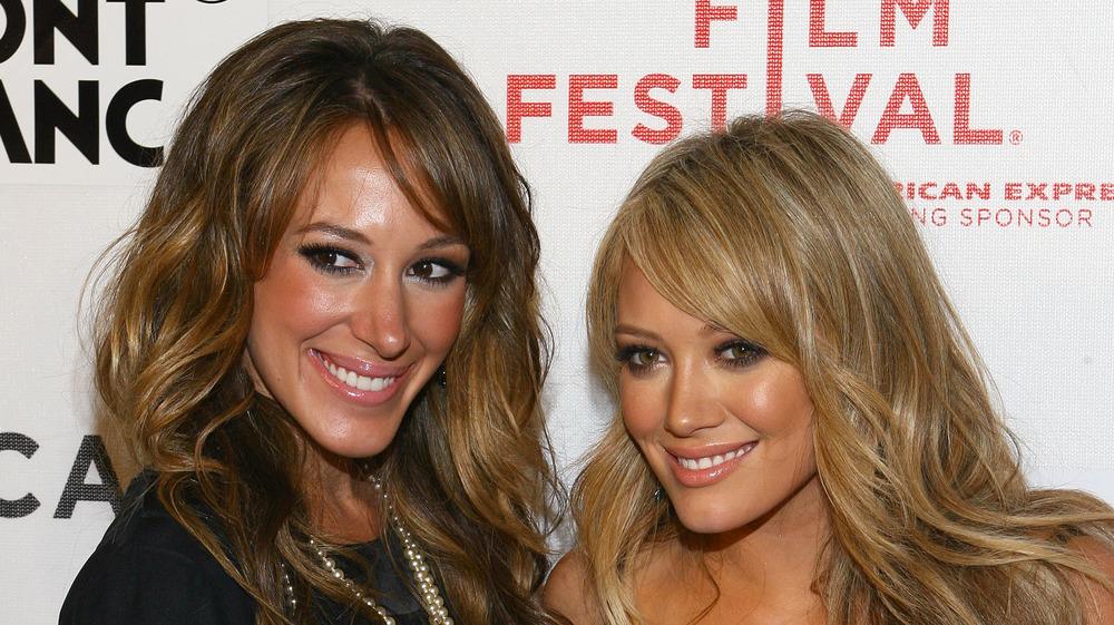 Hilary y Haylie Duff en un evento