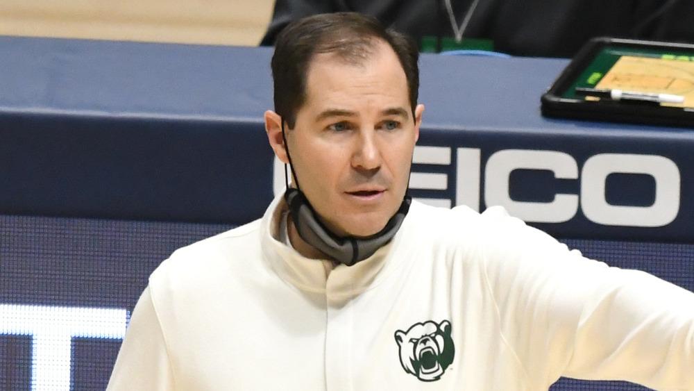 Scott Drew en la cancha de baloncesto