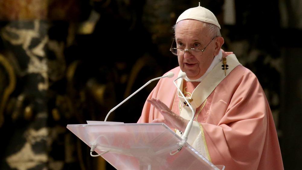 El Papa Francisco celebra la homilía durante una misa para conmemorar el quinto centenario de la Iglesia filipina en la Basílica de San Pedro