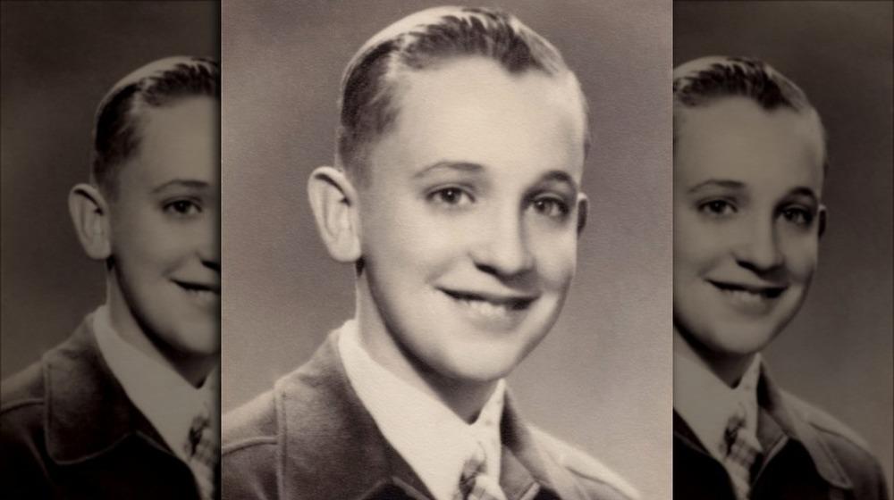 joven Papa Francisco, sonriendo