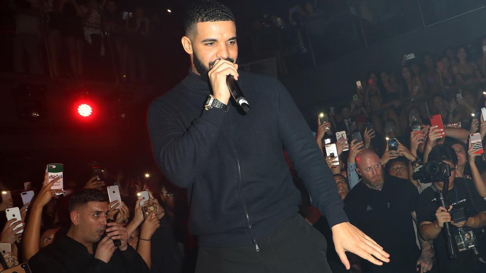 Drake actuando en E11EVEN MIAMI