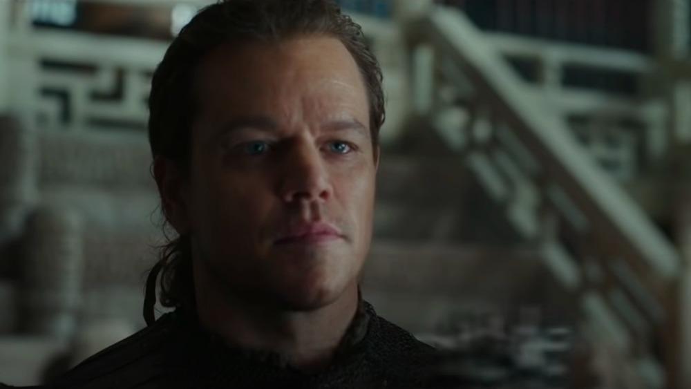 Matt Damon en La Gran Muralla, mirando hacia otro lado