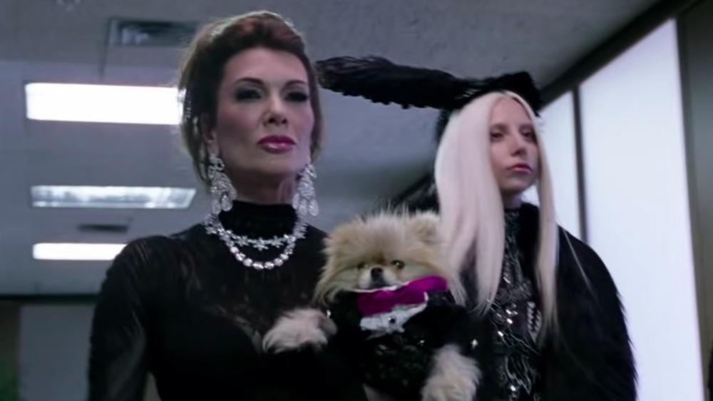 Lisa Vanderpump y Lady Gaga en el video musical de GUY