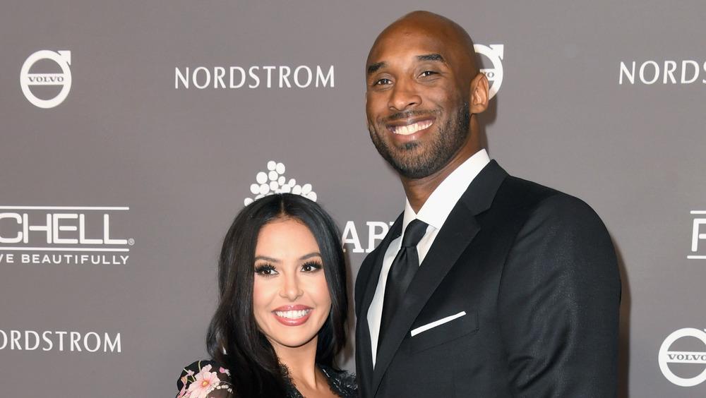 Vanessa Bryant y Kobe Bryant sonriendo