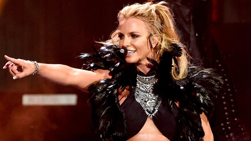 Britney Spears apuntando