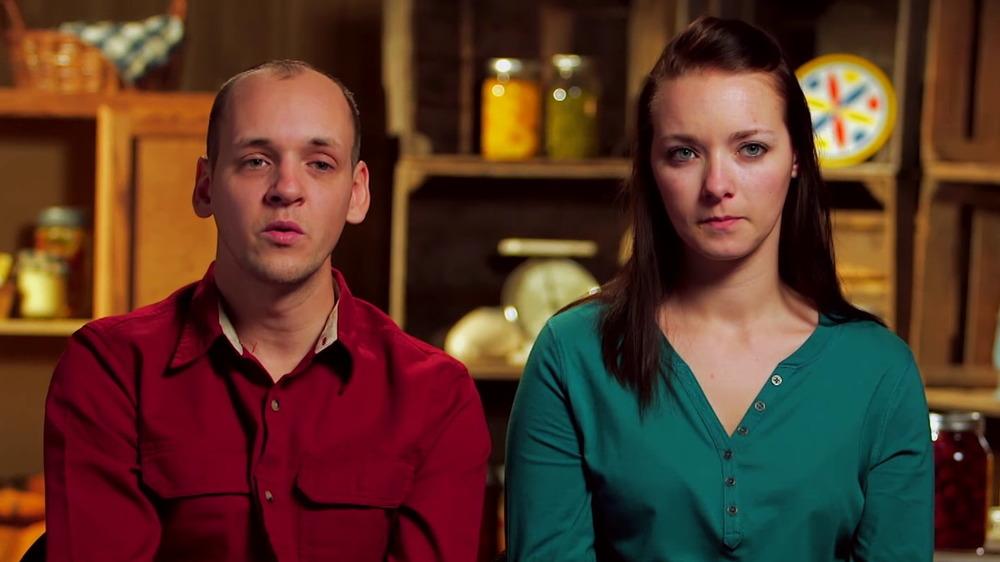 Abe Schmucker y Rebecca Schmucker hablando
