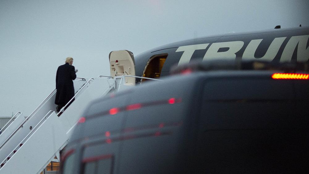 Trump aborda el Trump Force One