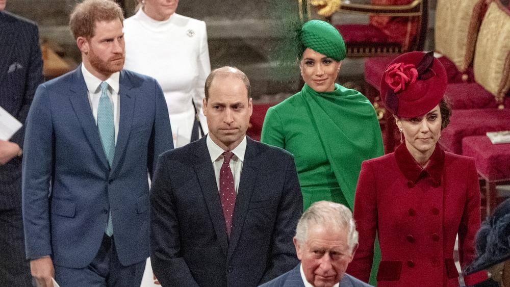 El príncipe Harry, el príncipe William, Meghan Markle, el príncipe Carlos y Kate Middleton en el último compromiso oficial de Harry y Meghan como miembros de la realeza superior