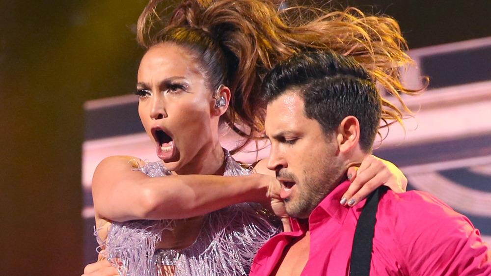 Maksim Chmerkovskiy y Jennifer Lopez American Music Awards