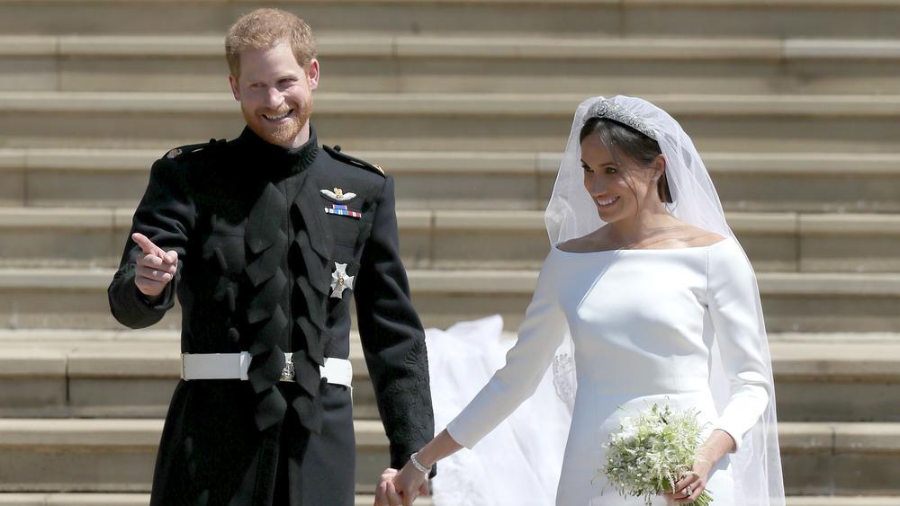 El príncipe Harry y Meghan Markle sonriendo el día de la boda