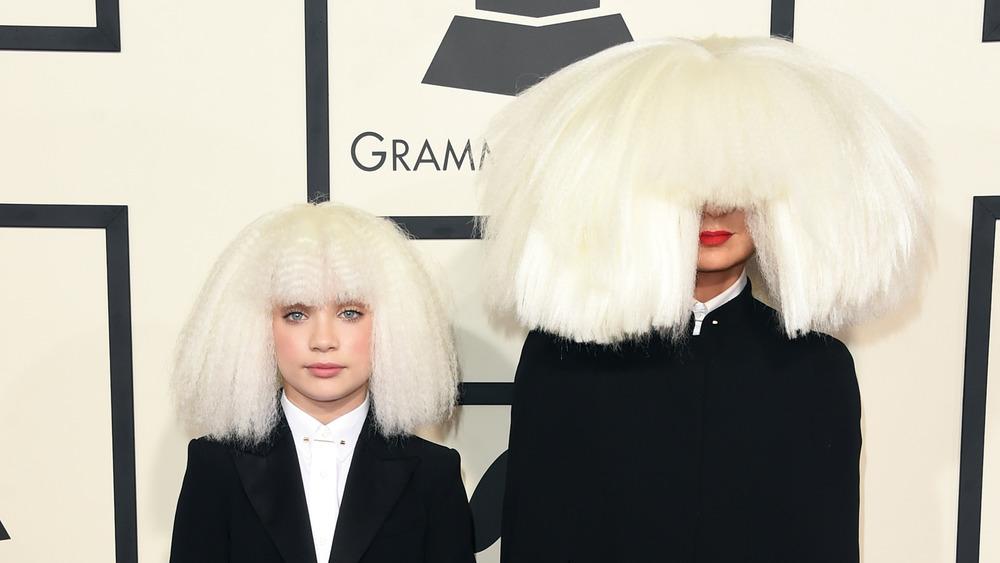 Maddie Ziegler y Sia en los Grammy