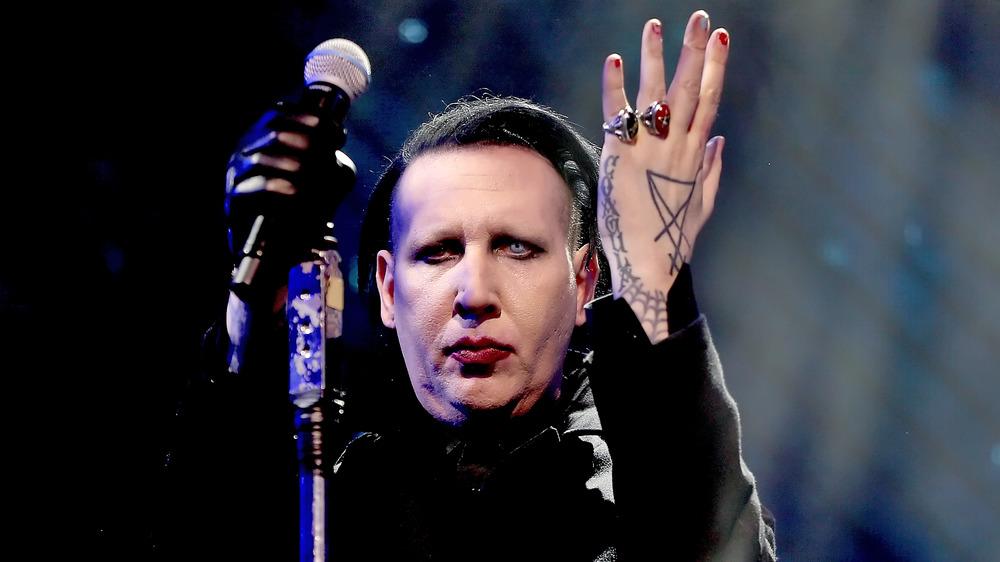 Marilyn Manson interpretando
