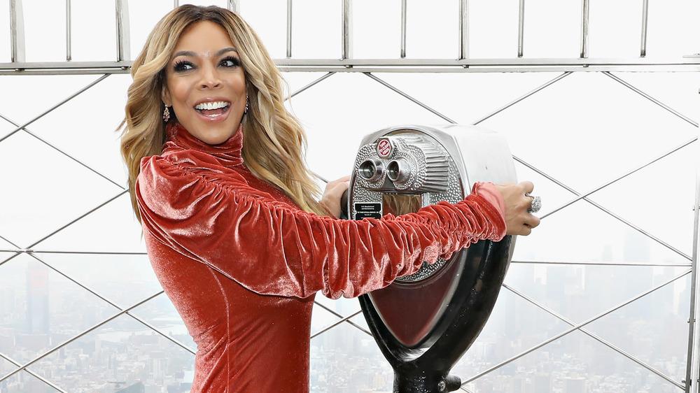 Wendy Williams en la azotea, riendo