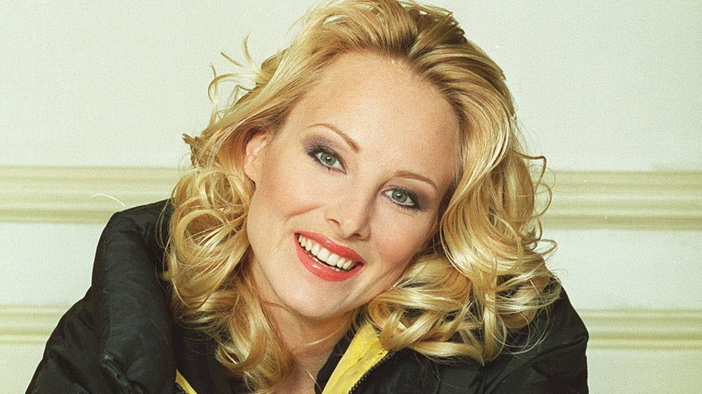 Chynna Phillips sonriendo
