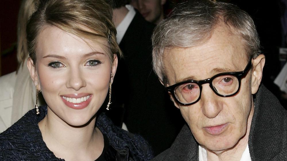 Scarlett Johansson y Woody Allen en la alfombra roja en 2005
