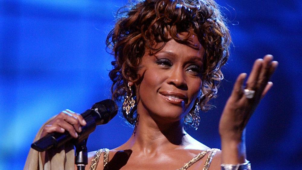 Whitney Houston actúa en el escenario
