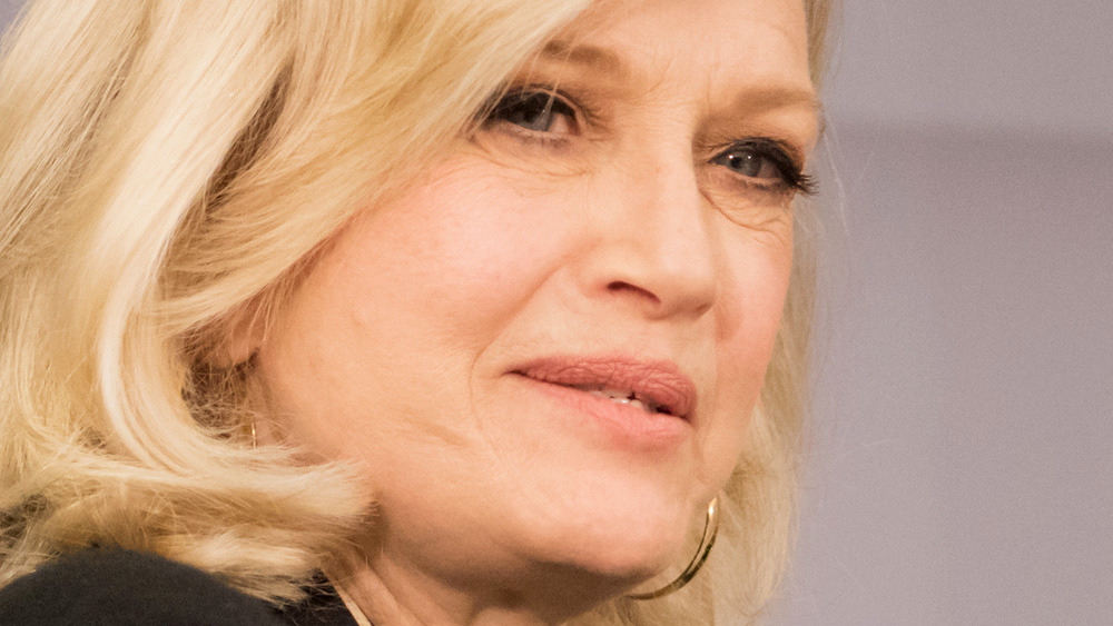 Diane Sawyer habla en un panel