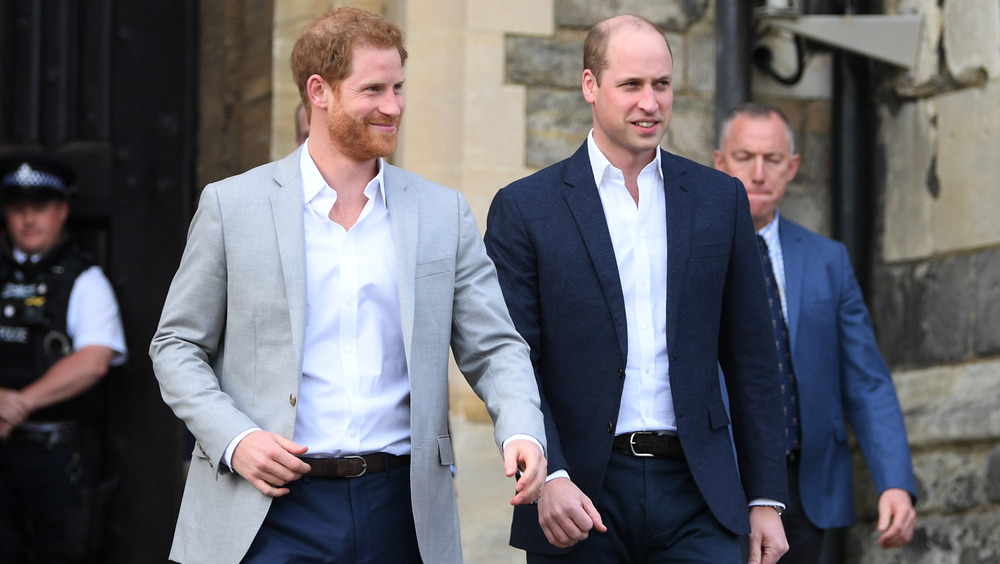 Príncipe William Príncipe Harry trajes