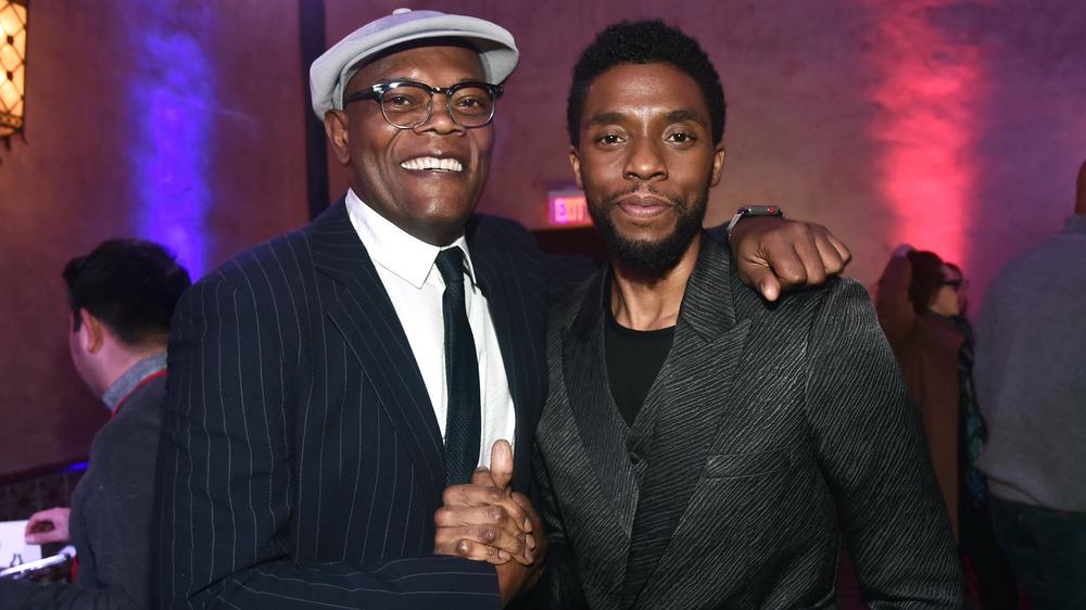 Samuel L.Jackson y Chadwick Boseman posando juntos