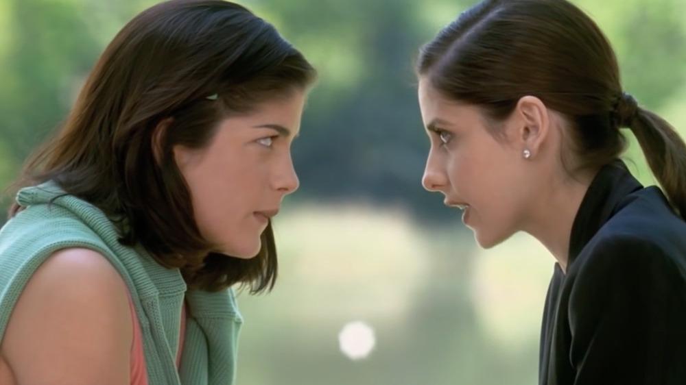Selma Blair y Sarah Michelle Gellar en Crueles intenciones