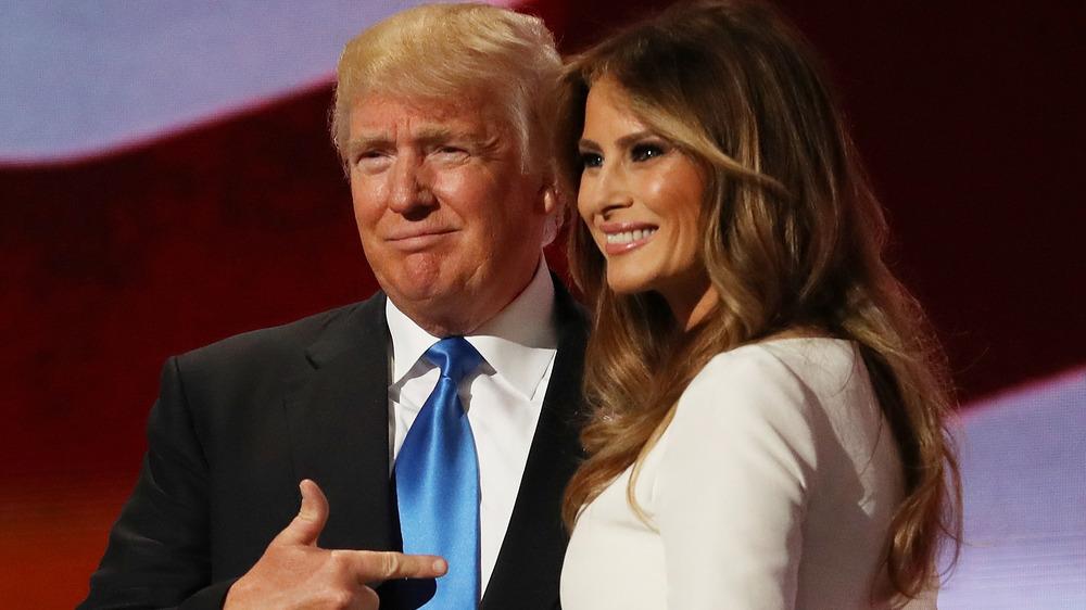 Donald y Melania Trump en el escenario