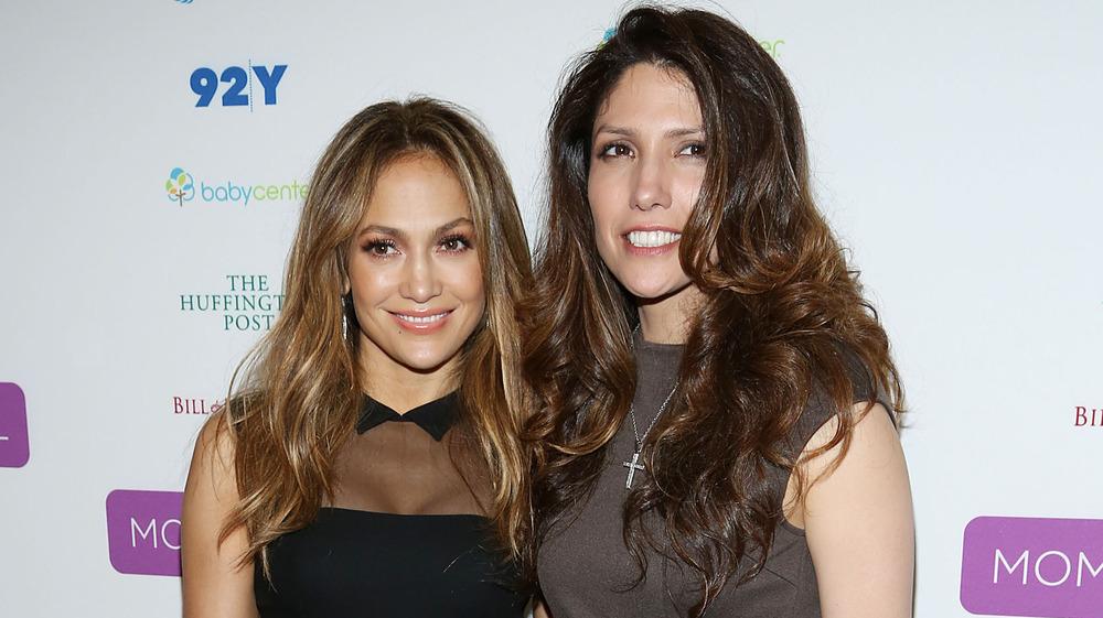 Jennifer Lopez y Lynda Lopez en un evento