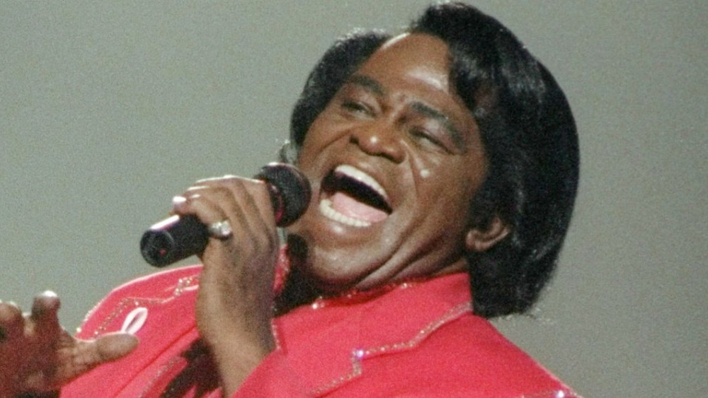 James Brown cantando