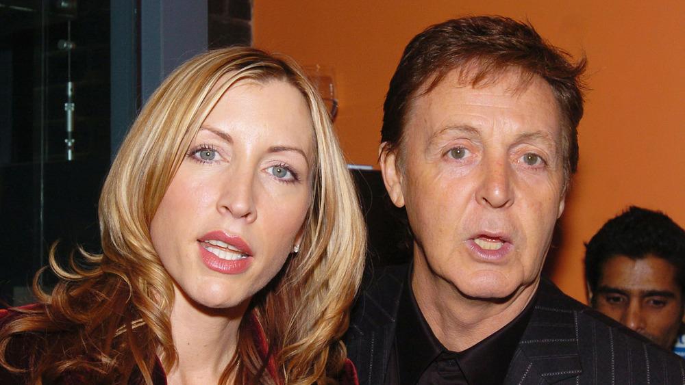 Paul McCartney y Heather Mills abren la boca