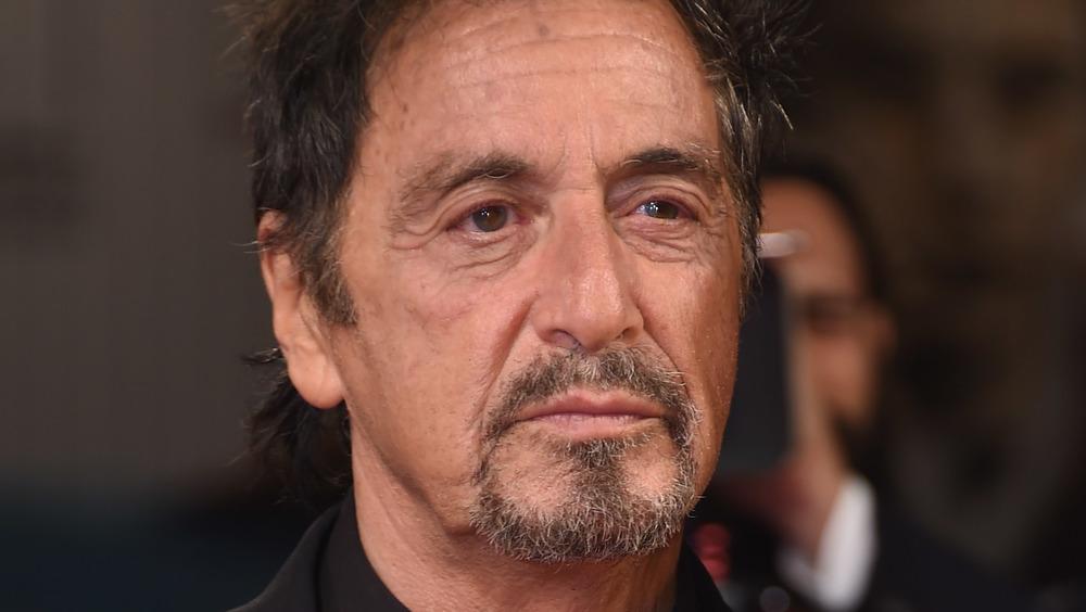Al Pacino luciendo vello facial
