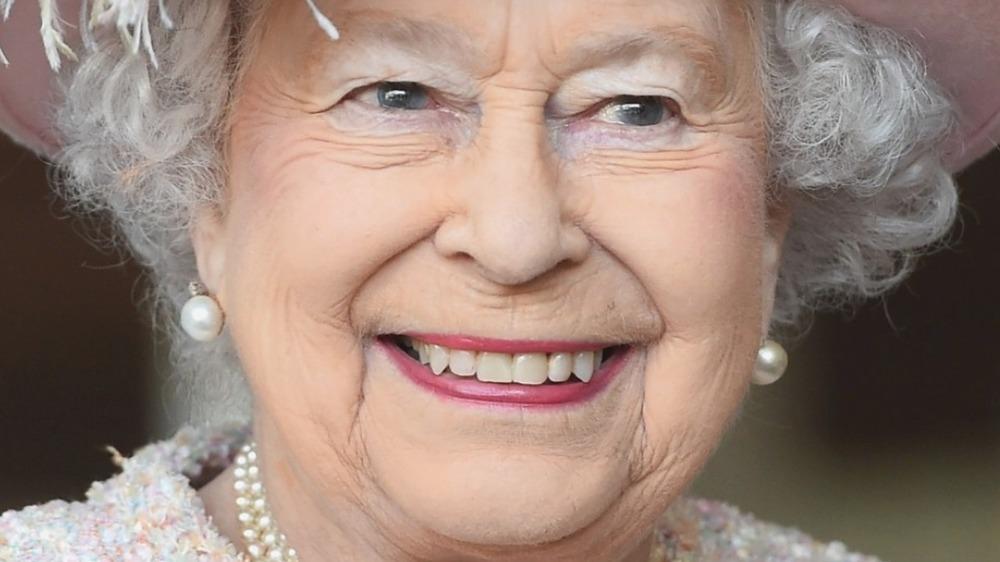 La reina Isabel sonriendo en 2017