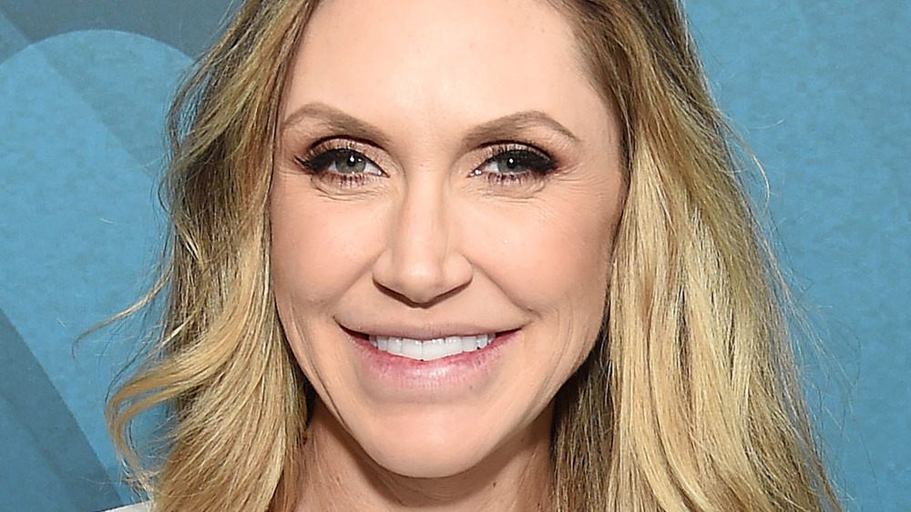 Lara Trump sonriendo en un evento
