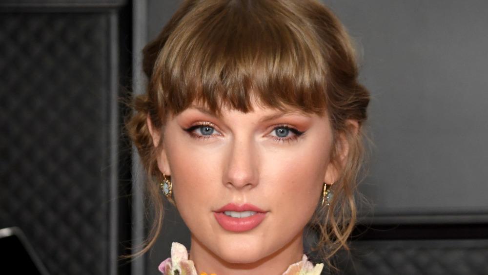 Taylor Swift posando para las cámaras