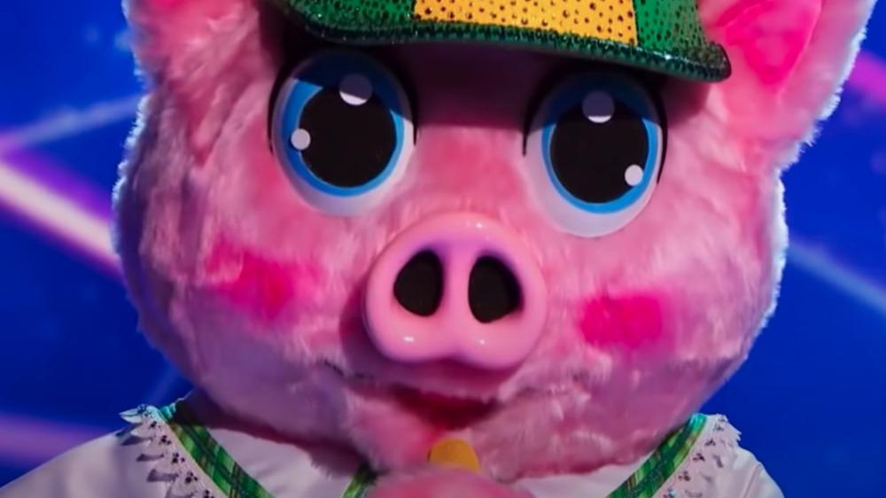 Piglet del cantante enmascarado en el escenario durante la competencia
