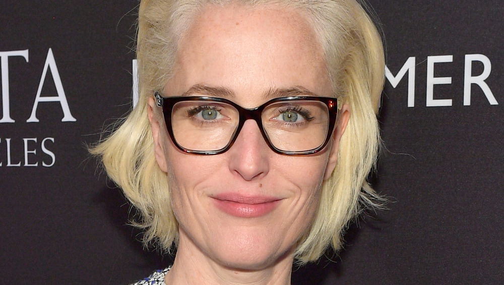 Gillian Anderson con gafas