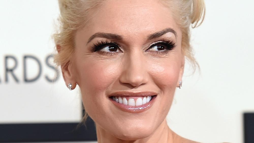 Gwen Stefani sonriendo con dientes