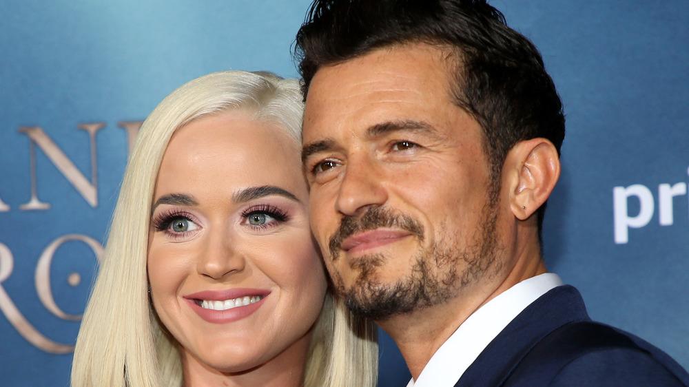 Katy Perry y Orlando Bloom posando juntos