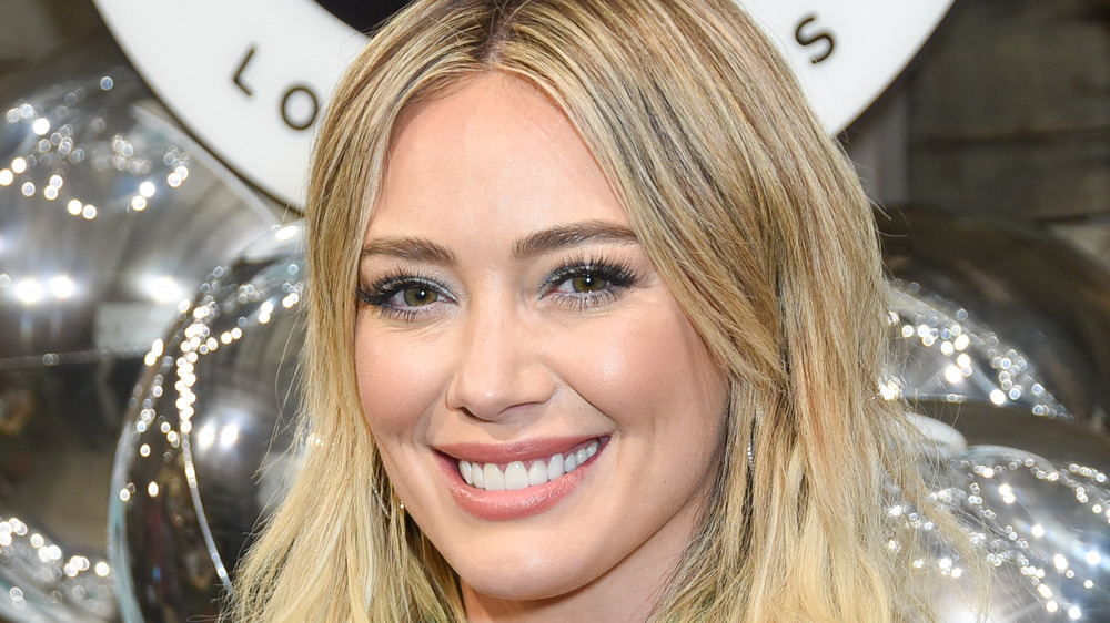 Hilary Duff sonriendo