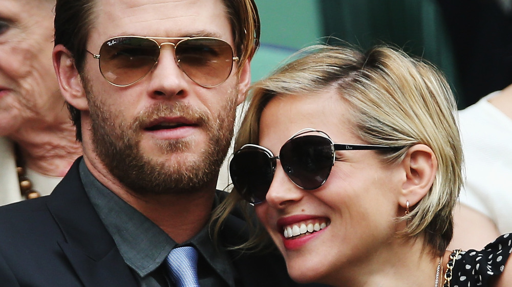 Chris Hemsworth y Elsa Pataky sonriendo