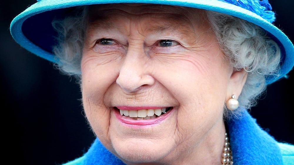 Sombrero azul de la reina Isabel