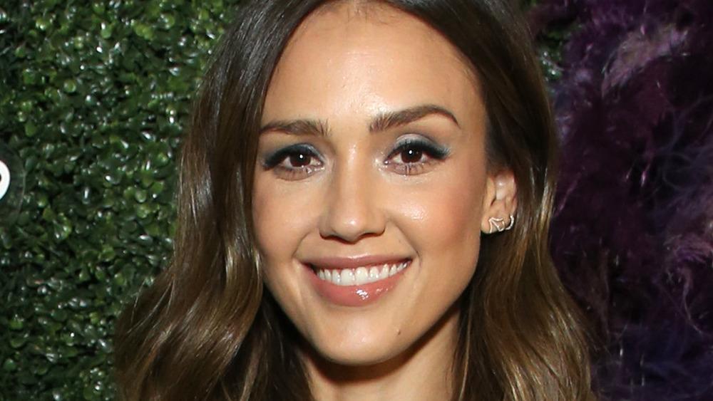 Jessica Alba sonriendo