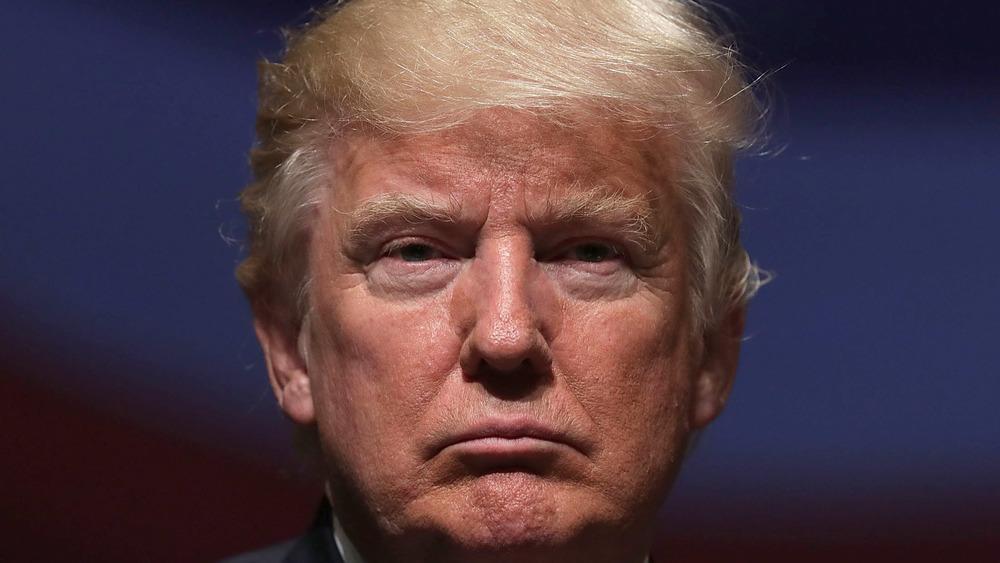 Donald Trump mirando a la cámara