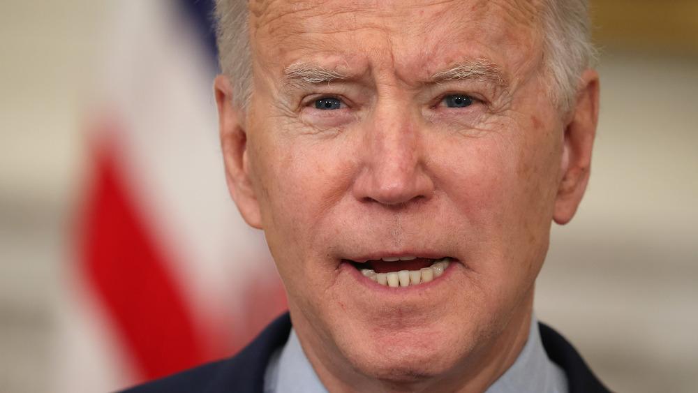 Presidente Biden pronunciando comentarios