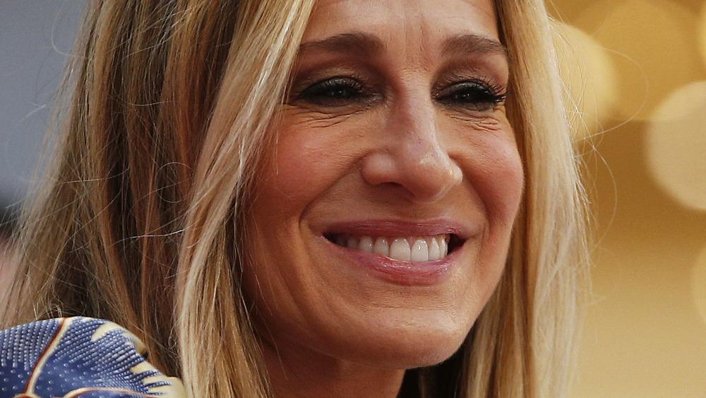 Sarah Jessica Parker sonriendo en un evento