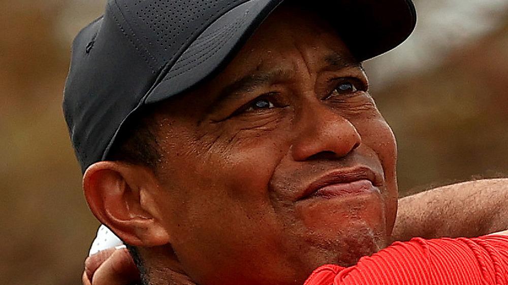 Tiger Woods poniendo cara seria