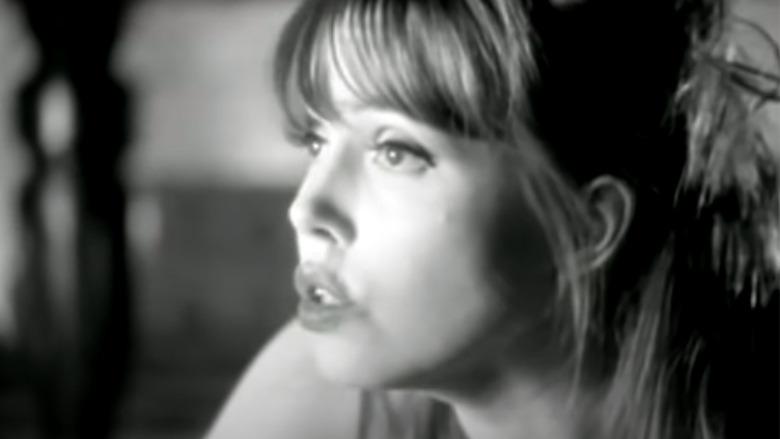 Anita Lane aparece en un video musical