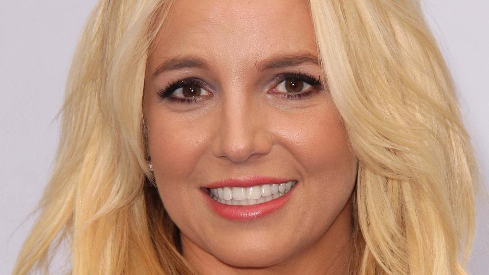 Britney Spears cabello rubio