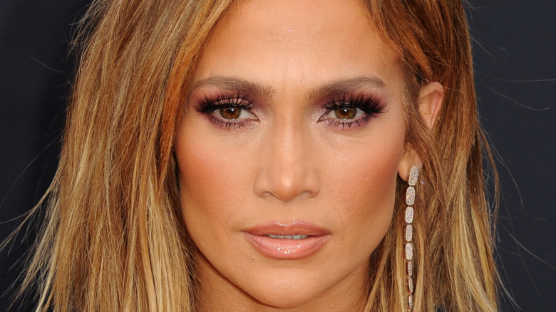 Jennifer Lopez en una alfombra roja