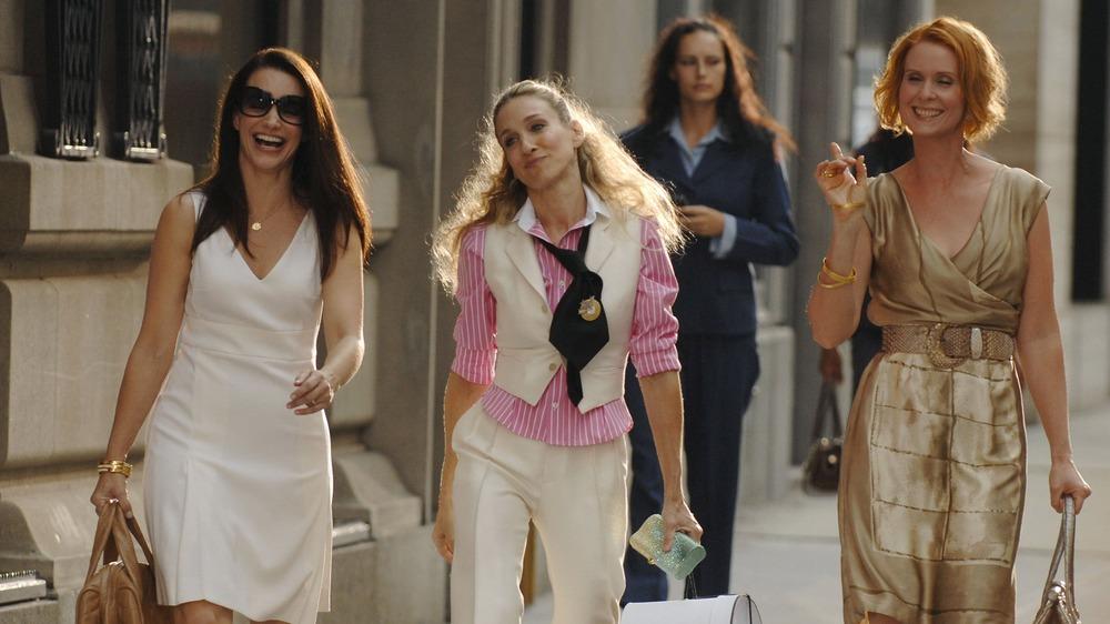 Kristin Davis, Sarah Jessica Parker y Cynthia Nixon caminando