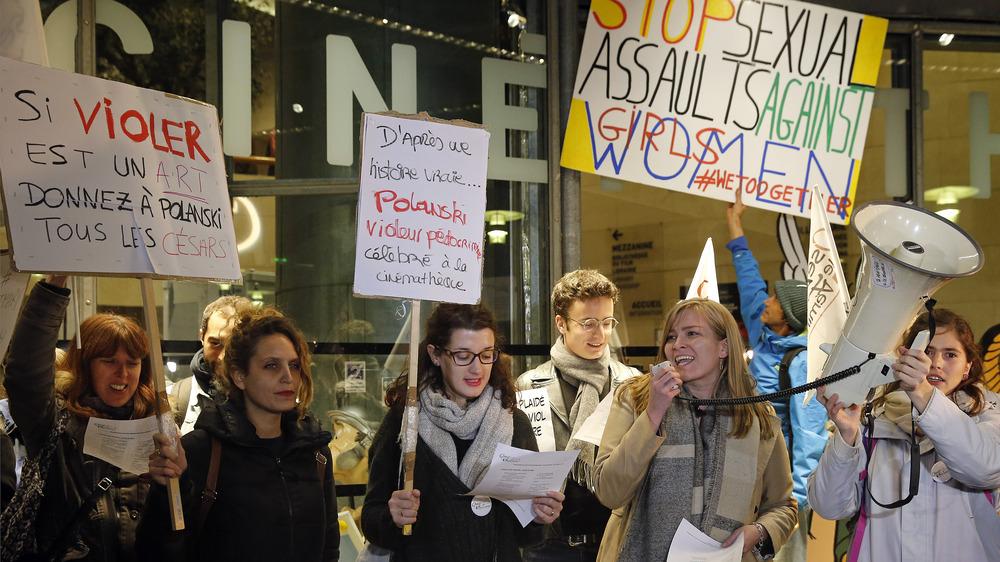 Manifestantes contra Roman Polanski