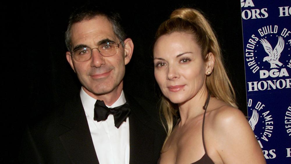 Mark Levinson y Kim Cattrall posando juntos